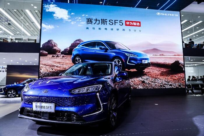 Гигант электроники Huawei представил вШанхае первый электрокар