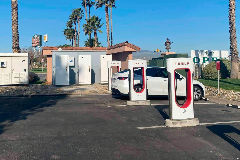 Tesla превратит зарядный комплекс вКалифорнии всамый крупный вмире