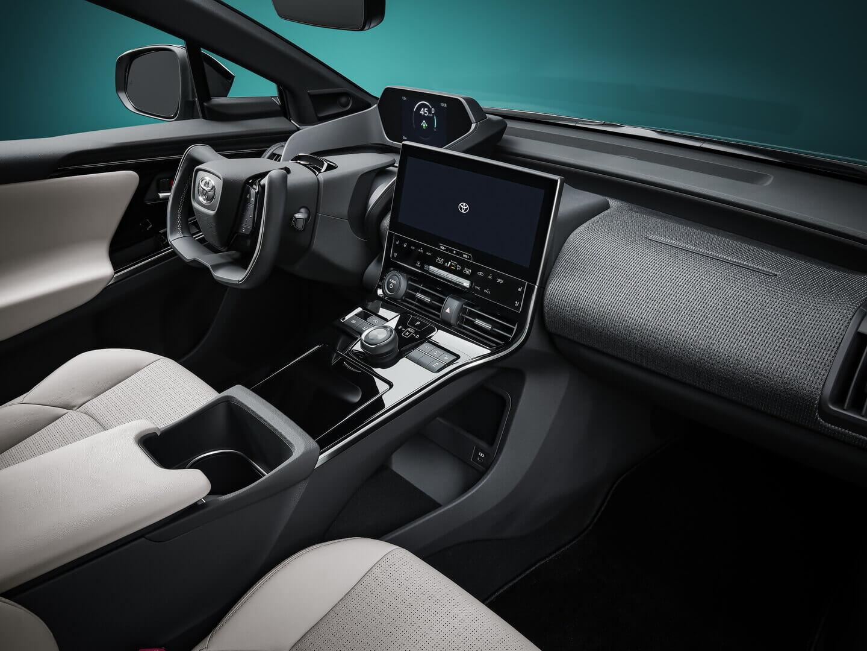 Интерьер электрического внедорожника Toyota bZ4X
