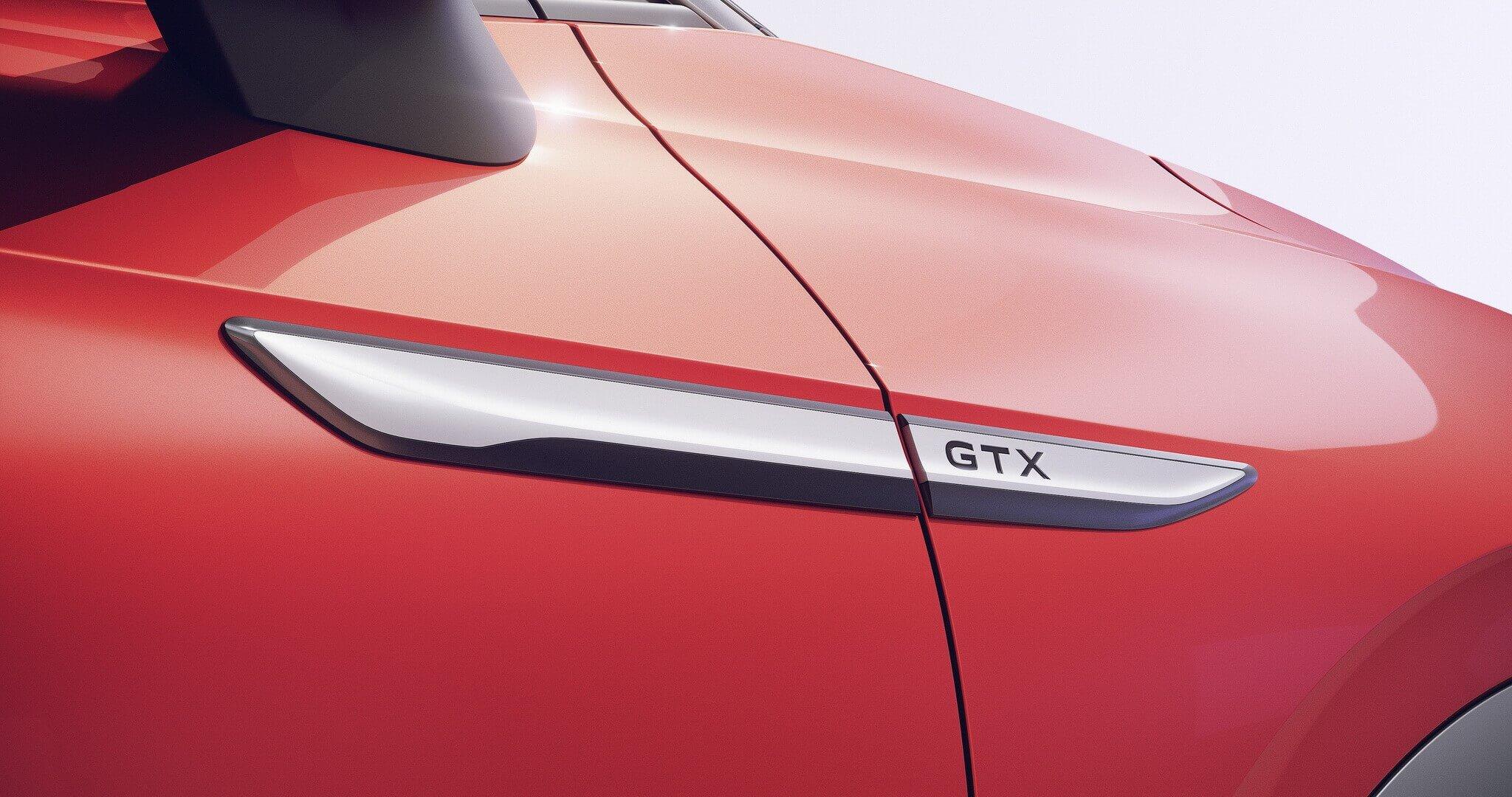 Шильдик GTX указывает на высокопроизводительную модель Volkswagen ID.4