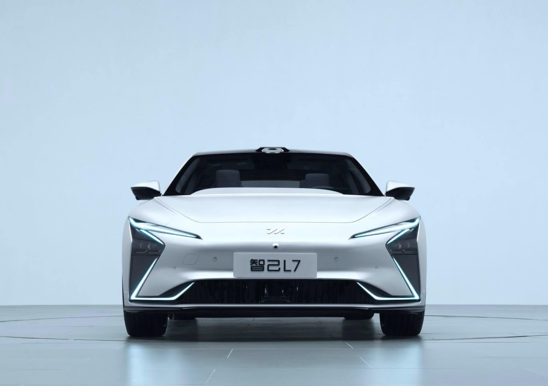Zhiji L7 — спортивный электрический седан с запасом хода до 1000 км и автономным вождением