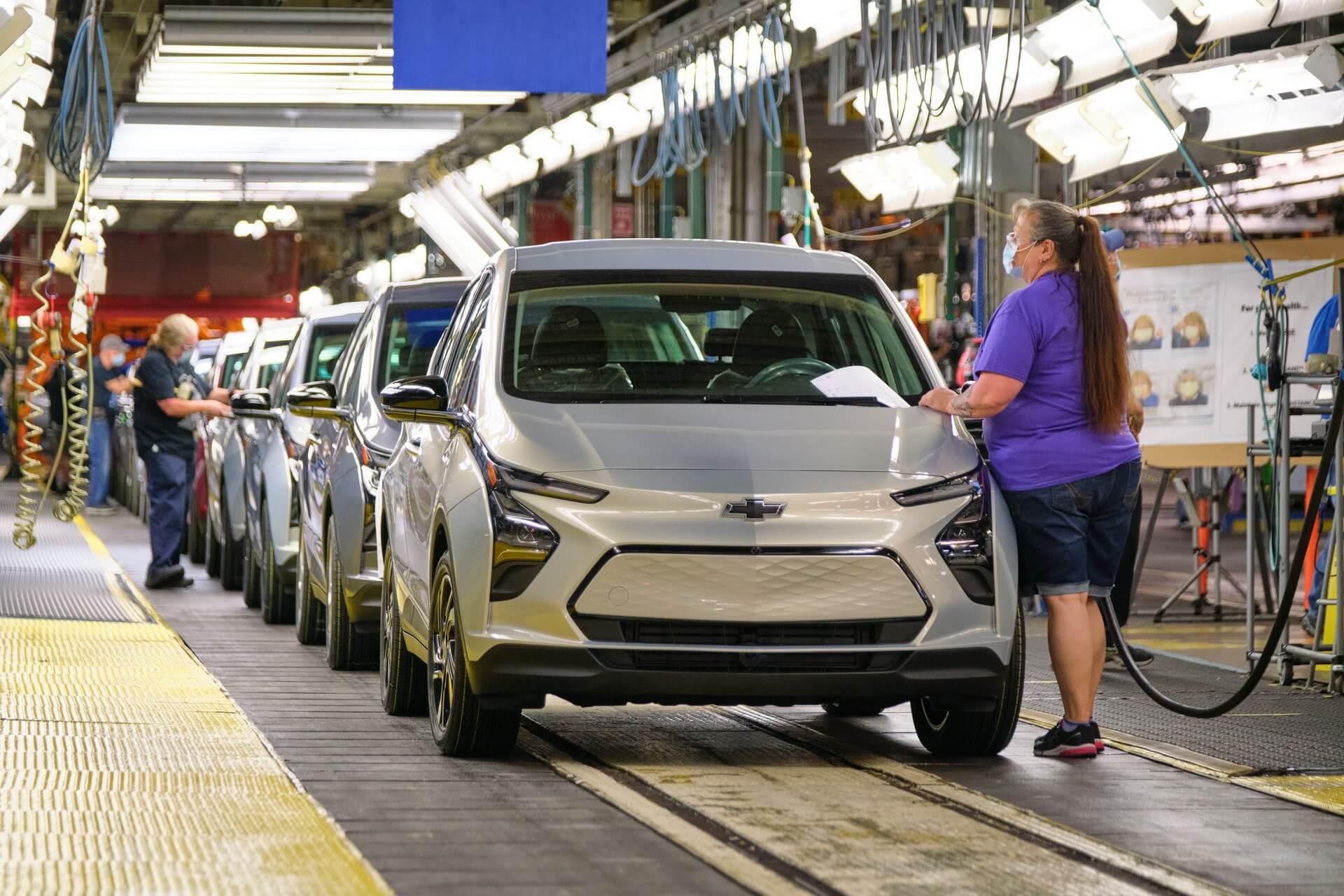 GM продлевает остановку производства Bolt EV и EUV до середины октября