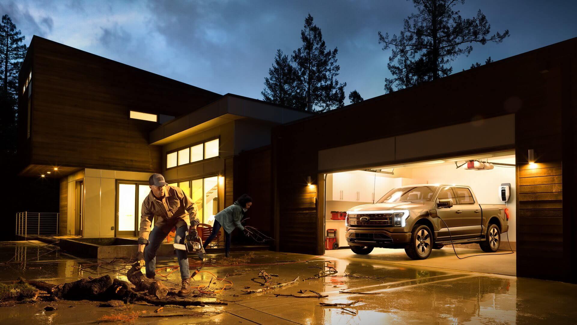 Электрический пикап Ford F-150 Lightning может служитьисточником энергии для дома