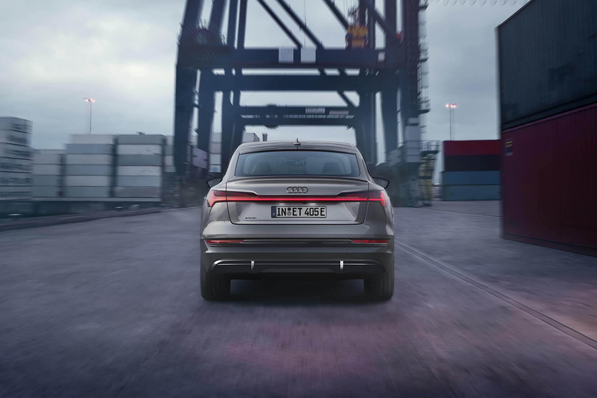 Новая серия S line black edition доступна для Audi e-tron quattro и Audi e-tron Sportback