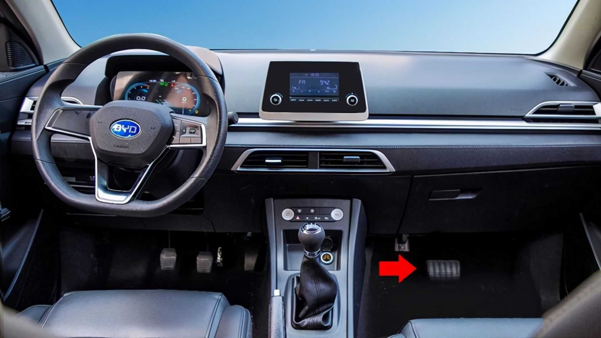 Автошколы Китая получили электрокар смеханической КПП исцеплением