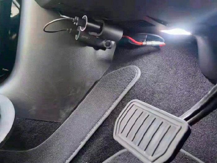 Владельцы Tesla в Китае устанавливают камеры для слежения за работой педалей
