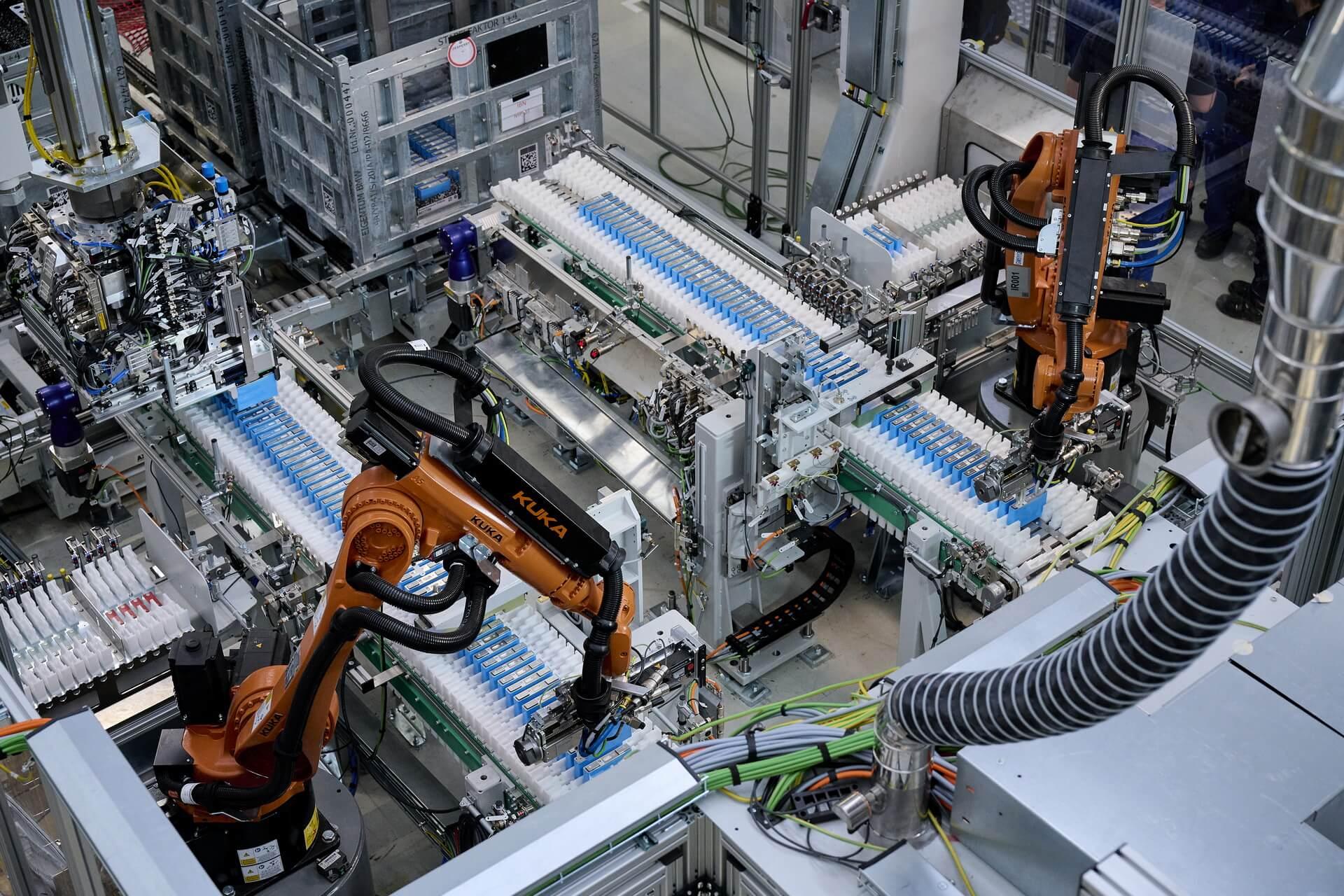 Производство высоковольтных батарей иаккумуляторных модулей для использования вBMW iXиBMW i4