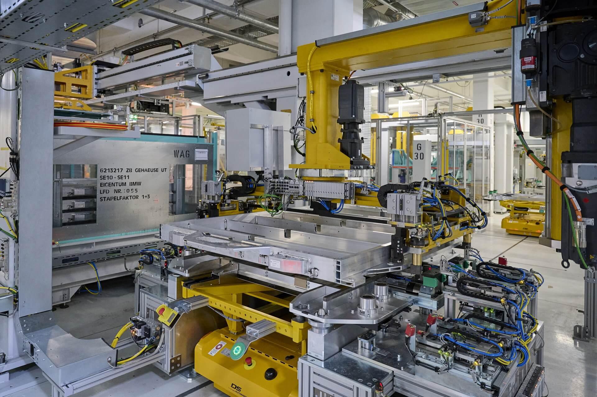 Производство высоковольтных батарей иаккумуляторных модулей для BMW iXиBMW i4 в Дингольфинге