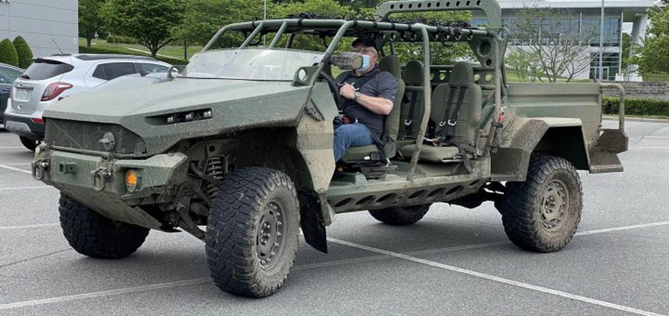 GM создала электрический пикап на базе военного бронетранспортера