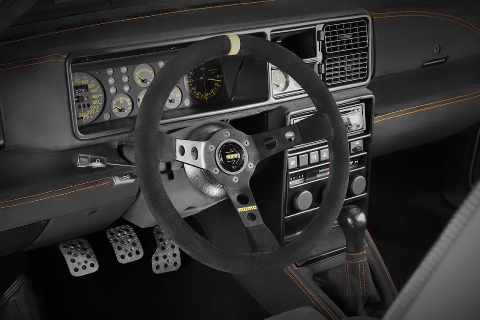 Интерьер Lancia Delta Evo-e