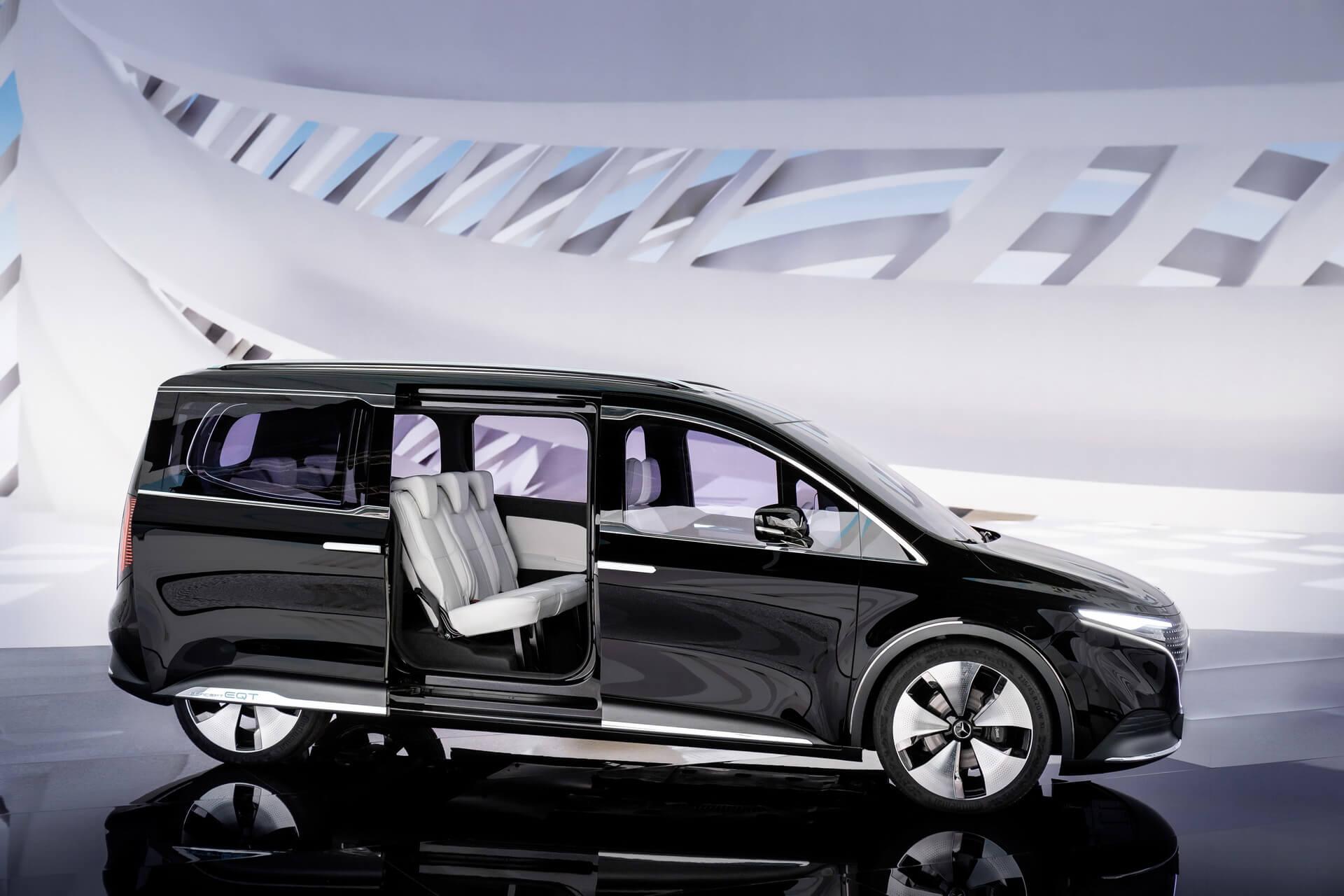 Mercedes-Benz представил концепт минивэна серии EQ