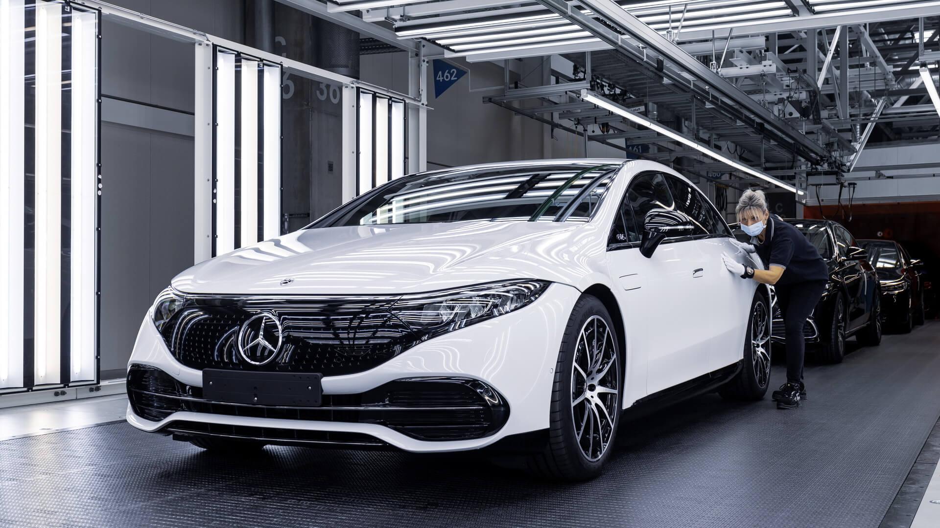 Главный электромобиль Mercedes-Benz запущен в производство