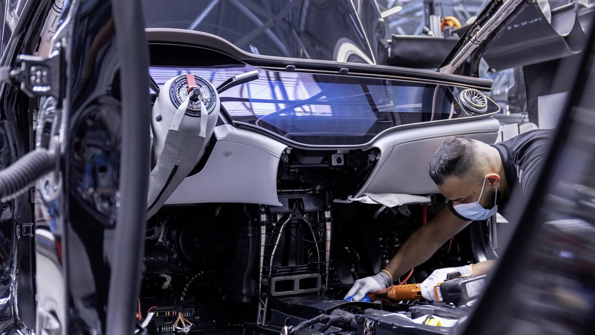 Mercedes-Benz начал выпуск EQS на эко-заводе Factory 56