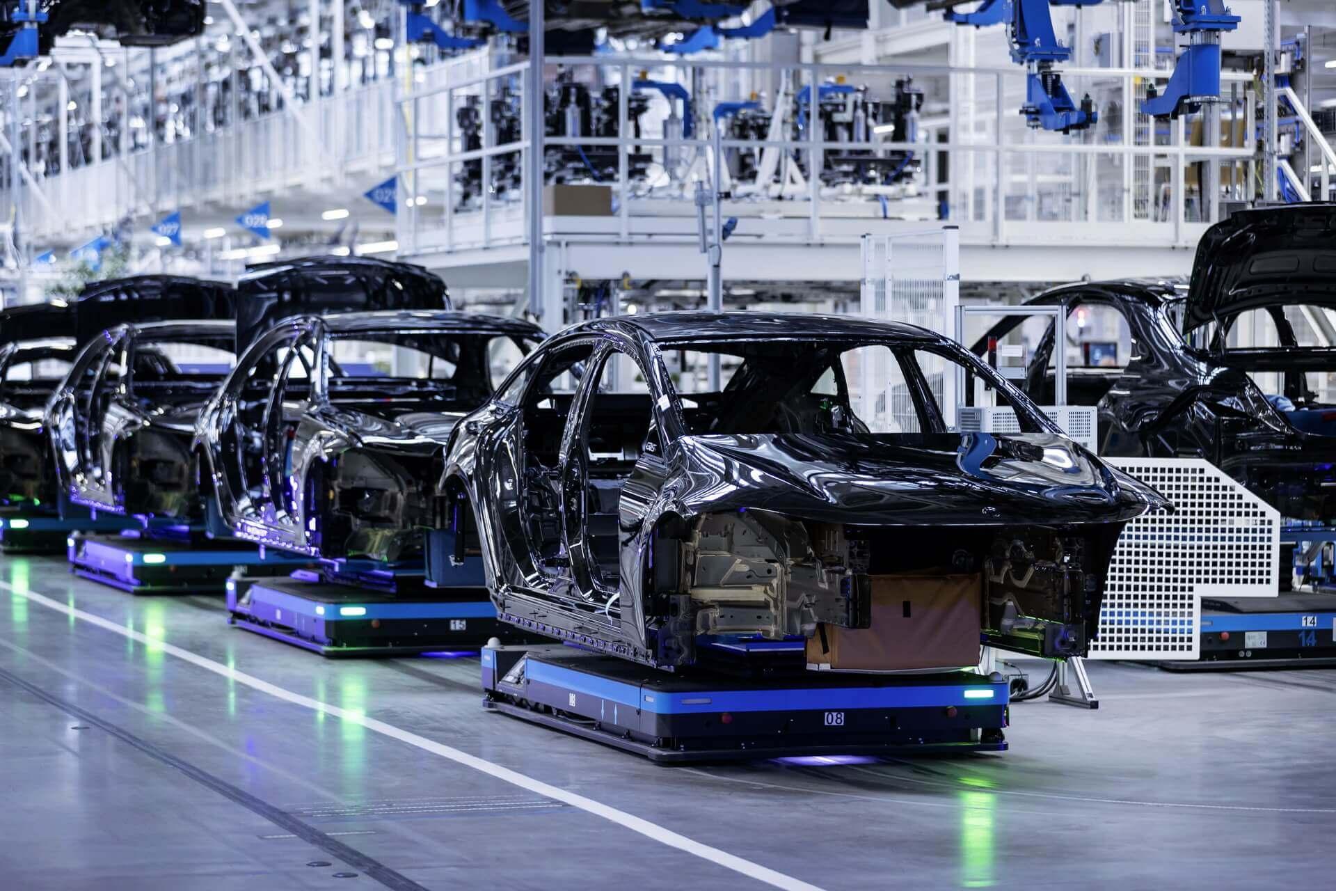 Электрический флагман Mercedes-Benz запущен в производство