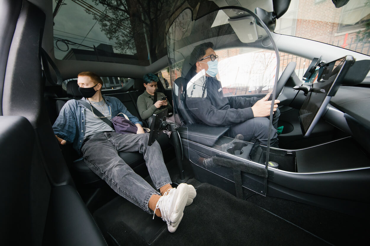 Таксопарк Tesla Model Yзаблокирован Нью-Йоркской комиссией по такси и лимузинам