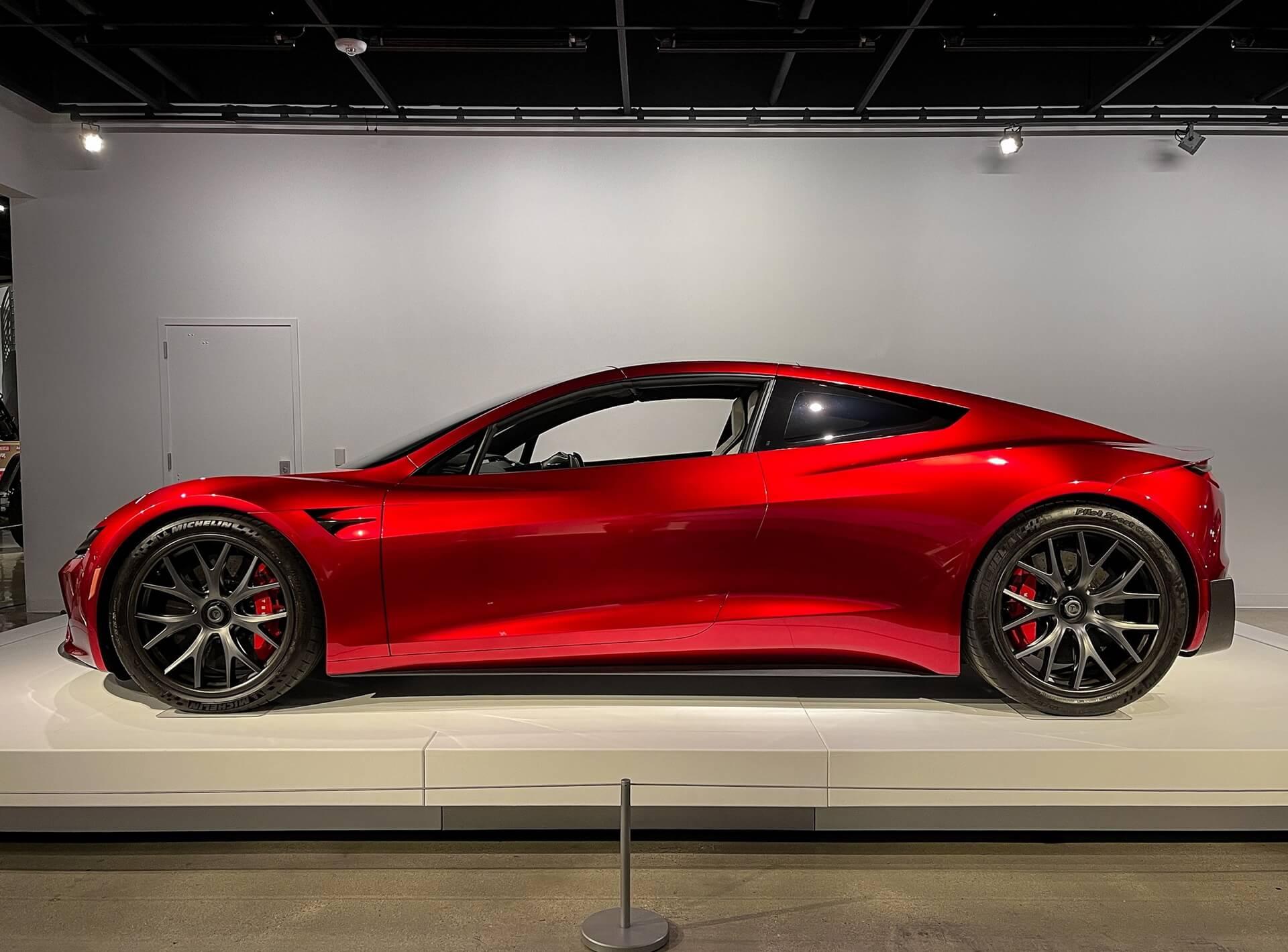 Официально: Илон Маск подтвердил невероятный разгон Tesla Roadster 2 до 96,6 км/ч за 1,1 секунды с «пакетом SpaceX»