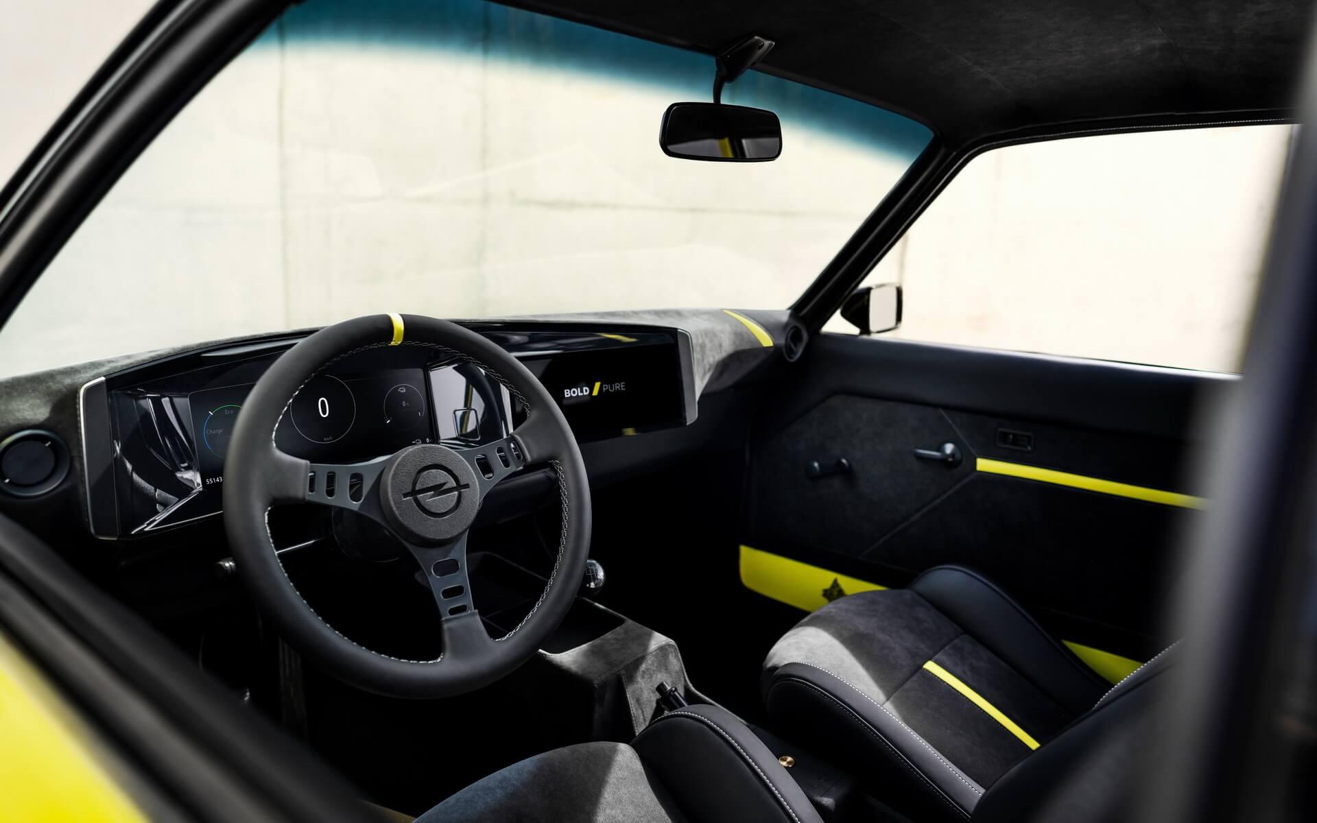 Интерьер спортивного электрокара Opel Manta ElektroMOD