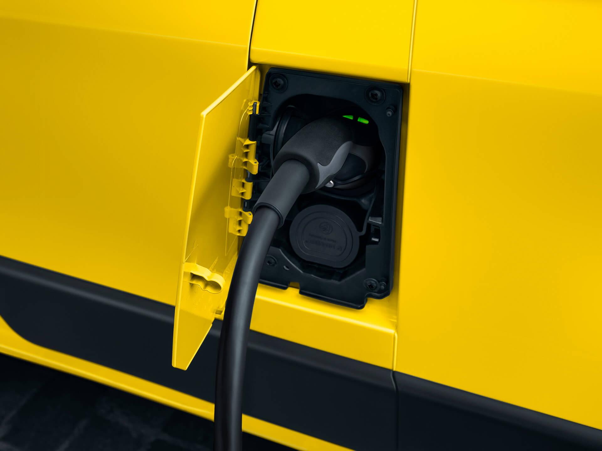 Зарядный порт электрофургона Opel Movano-e
