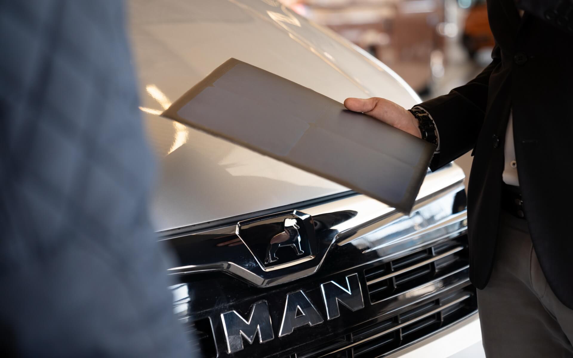 Sono Motors интегрирует солнечные панели в MAN eTGE