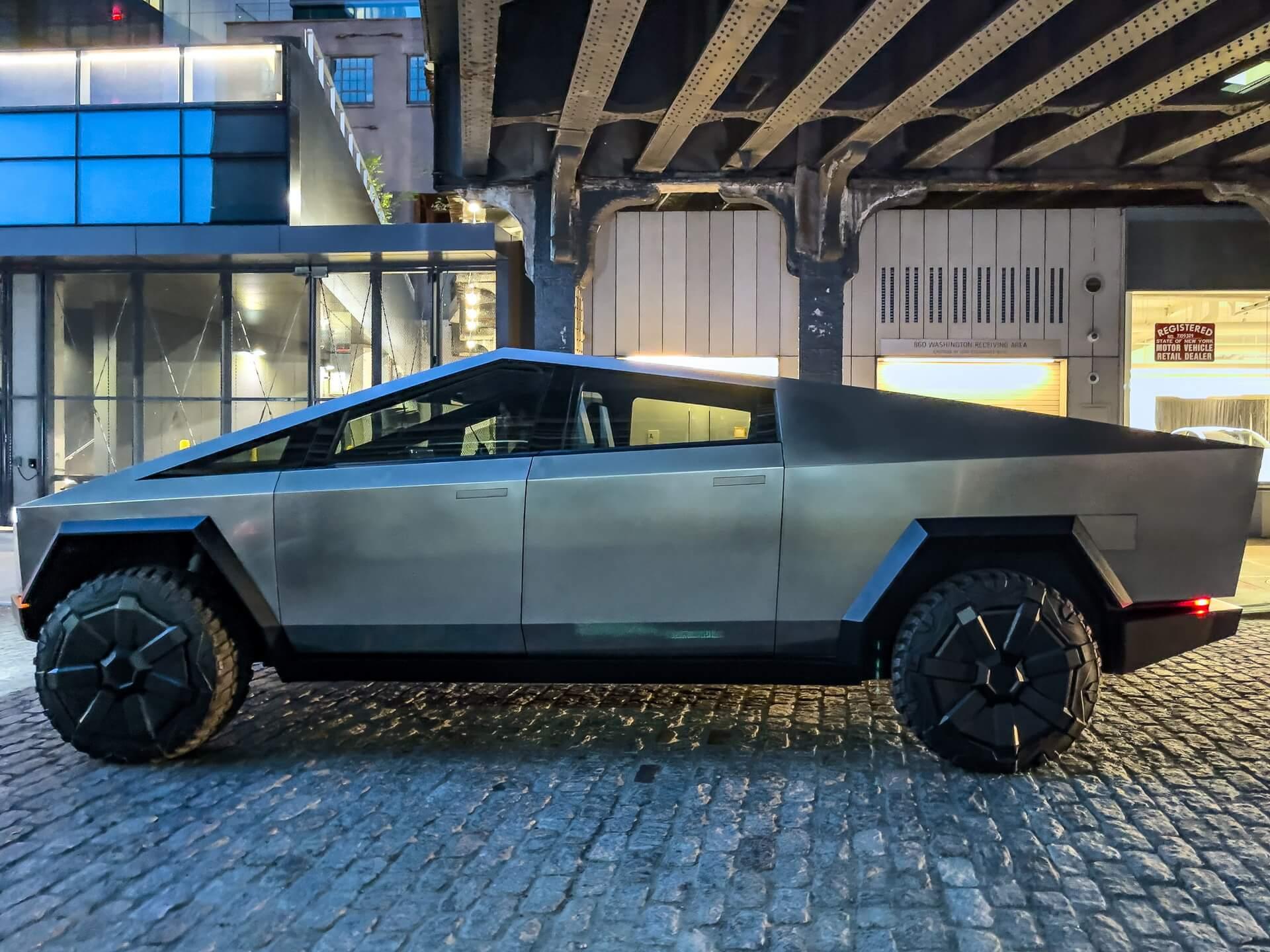 Прототип Tesla Cybertruck в Нью-Йорке