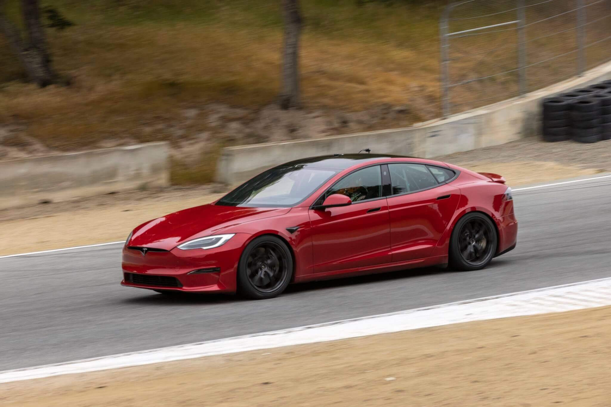 Tesla Model S устанавливает новый неофициальный рекорд круга Laguna Seca