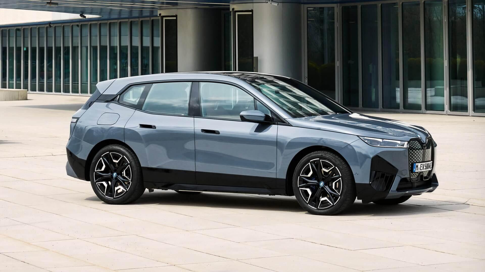 BMW анонсирует мощную версию электрического внедорожника iX
