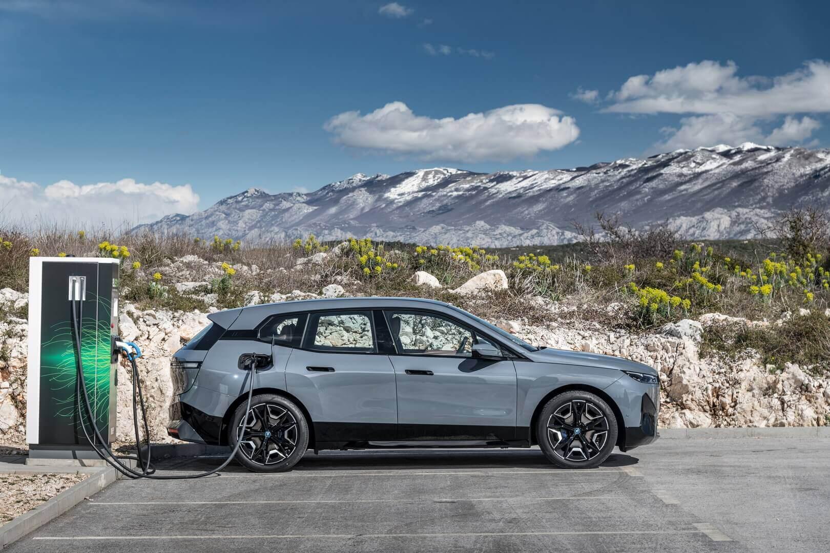 Мощность постоянного тока при зарядке BMW iX может достигать 200 кВт