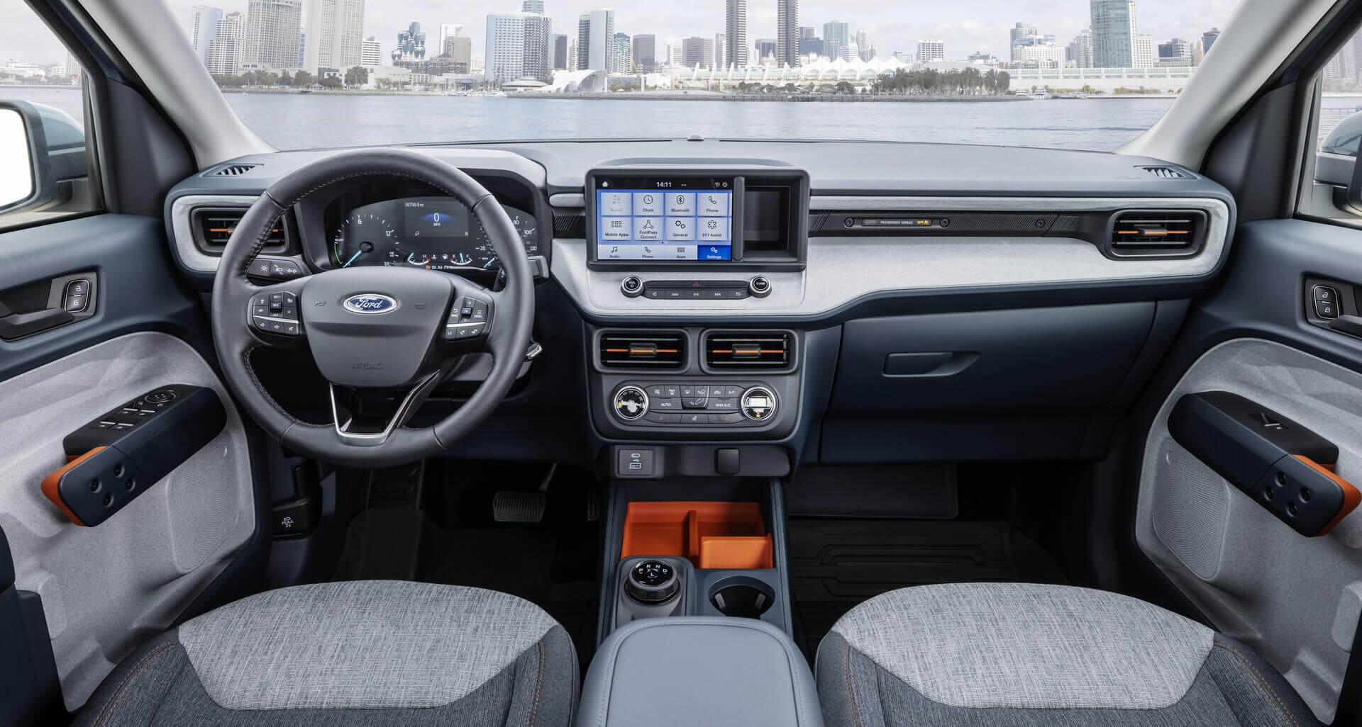 Интерьер компактного пикапа Ford Maverick