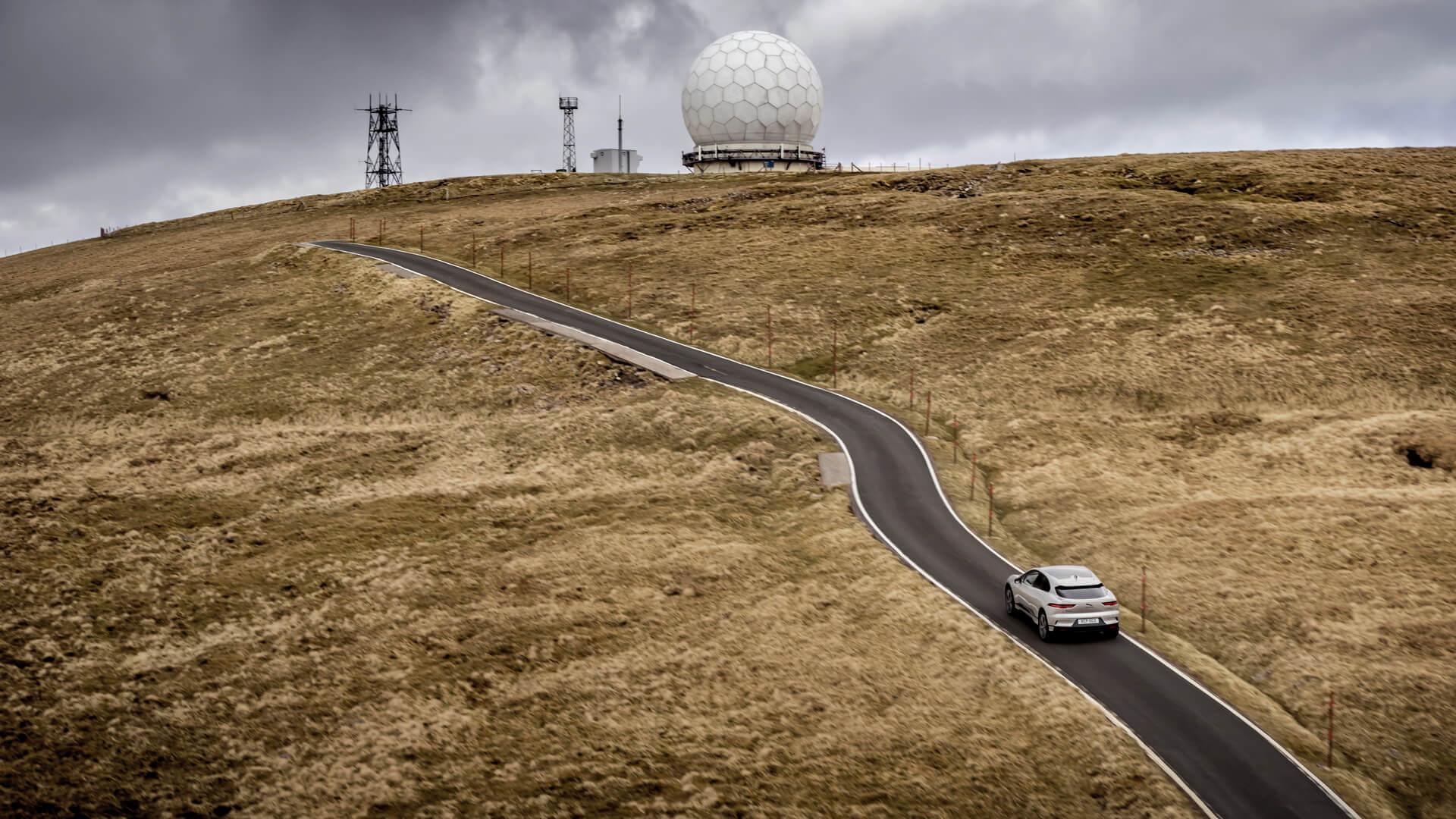 Полностью электрический Jaguar I-PACE справился с испытанием «взятие Эвереста», осуществив подъем на 8848 метров на одном заряде