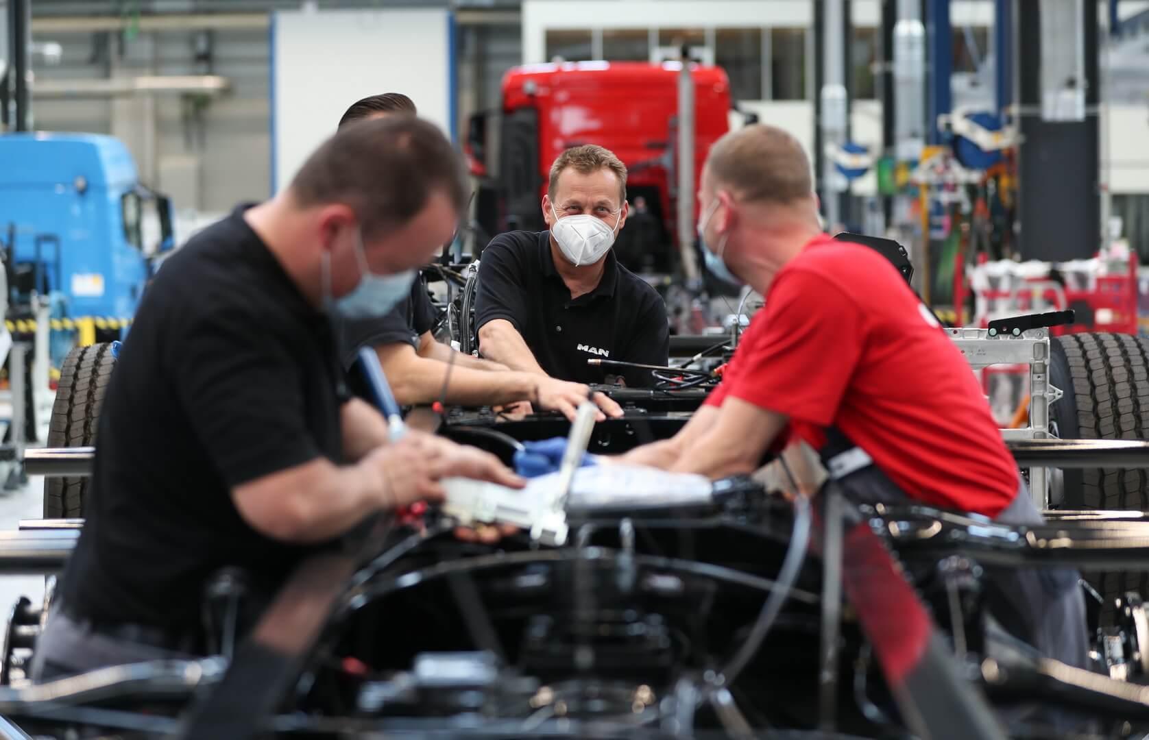 К концу 2023 года рабочие должны иметь соответствующую квалификацию для серийного производства электрических грузовиков  в Мюнхене