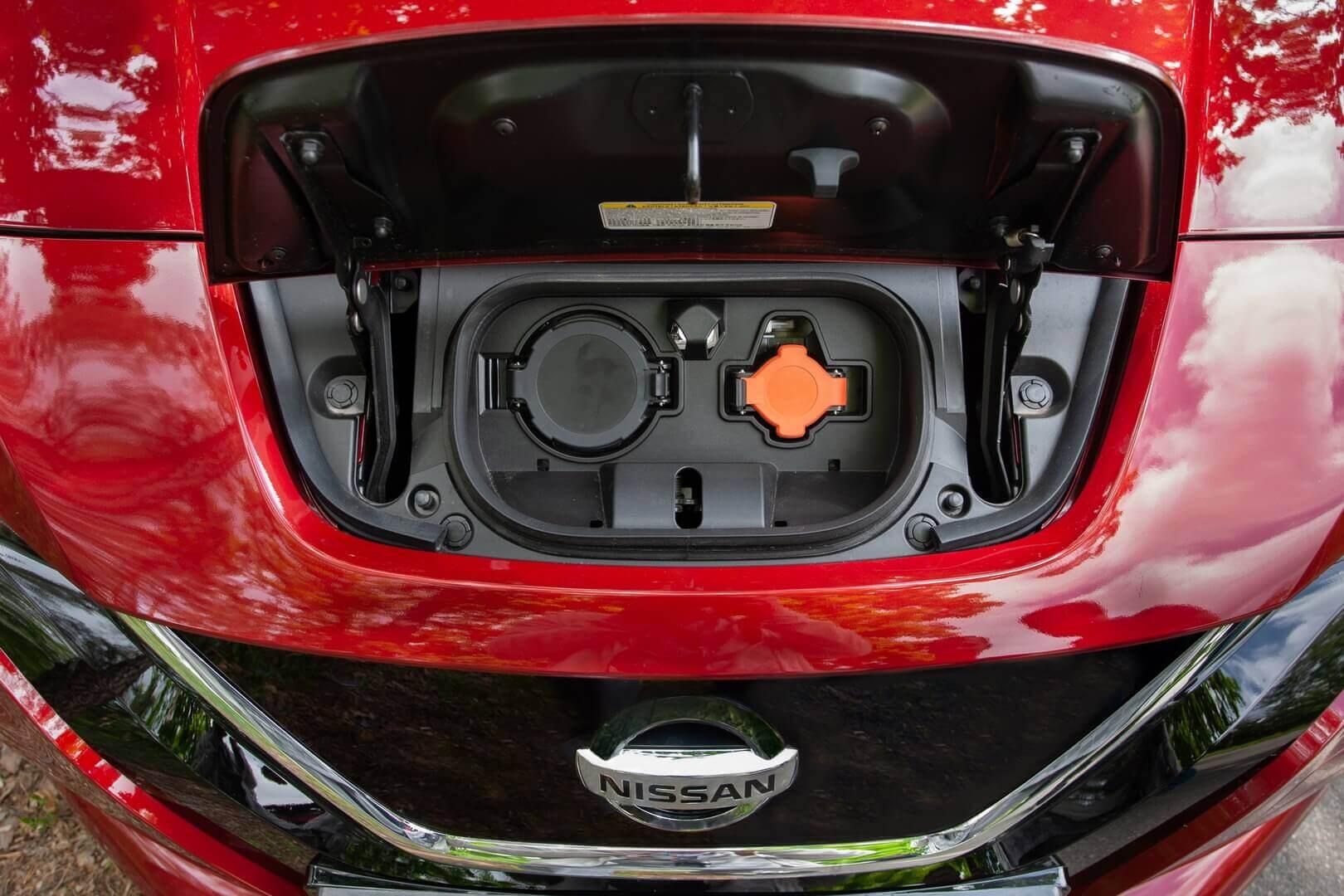 Зарядные порты Nissan LEAF