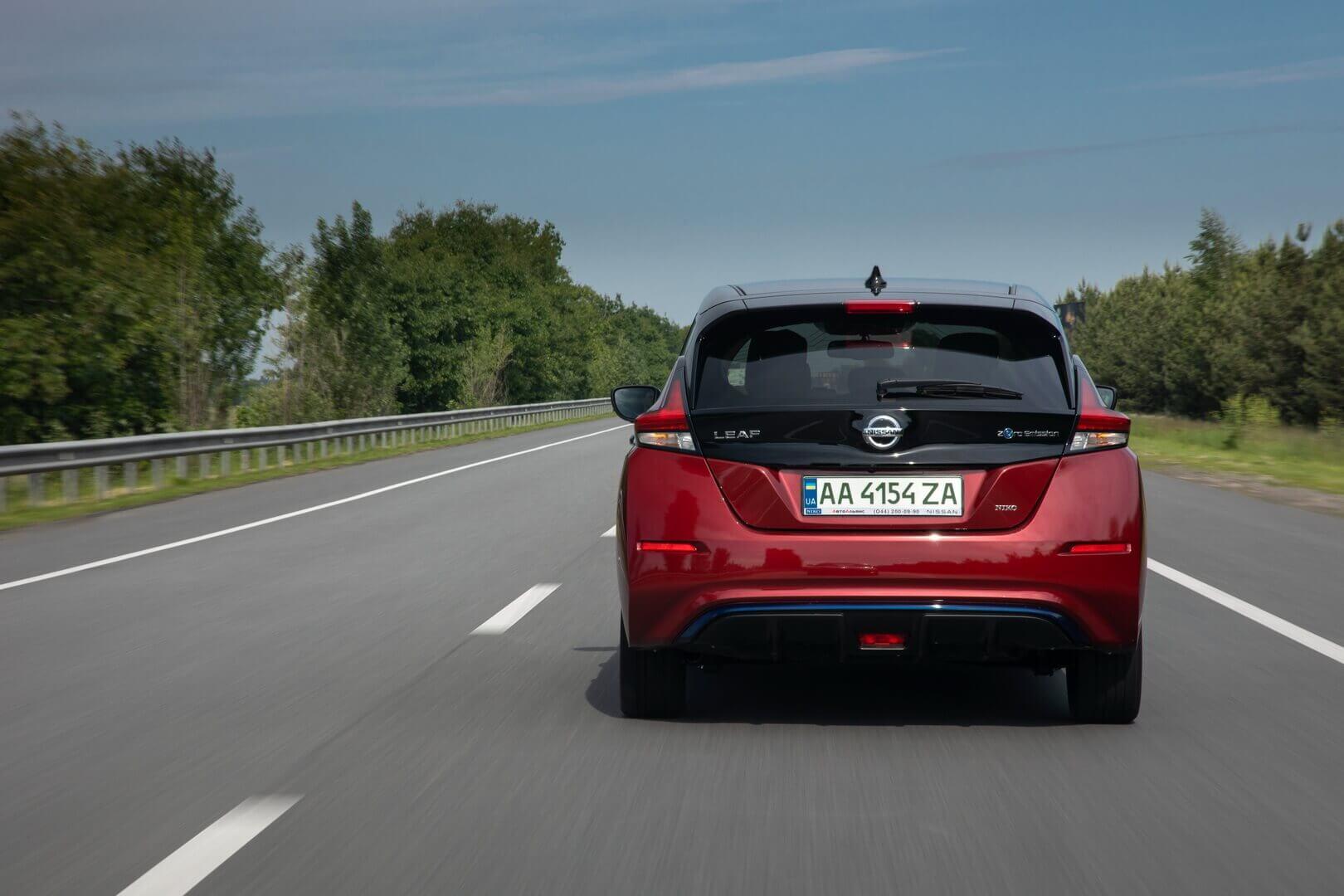 ВУкраине Nissan LEAF предлагается вбогатой комплектации N-Connecta поцене от962340гривен