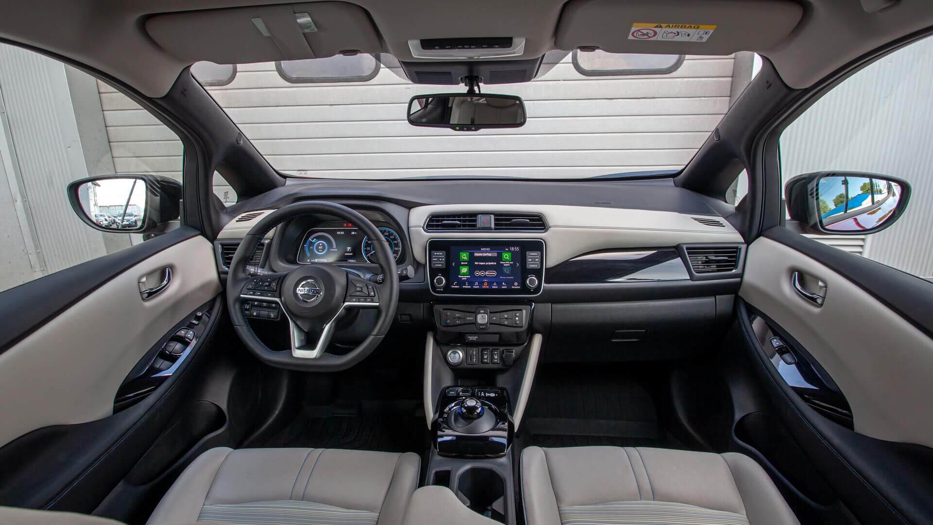 Интерьер официально продаваемого в Украине Nissan LEAF