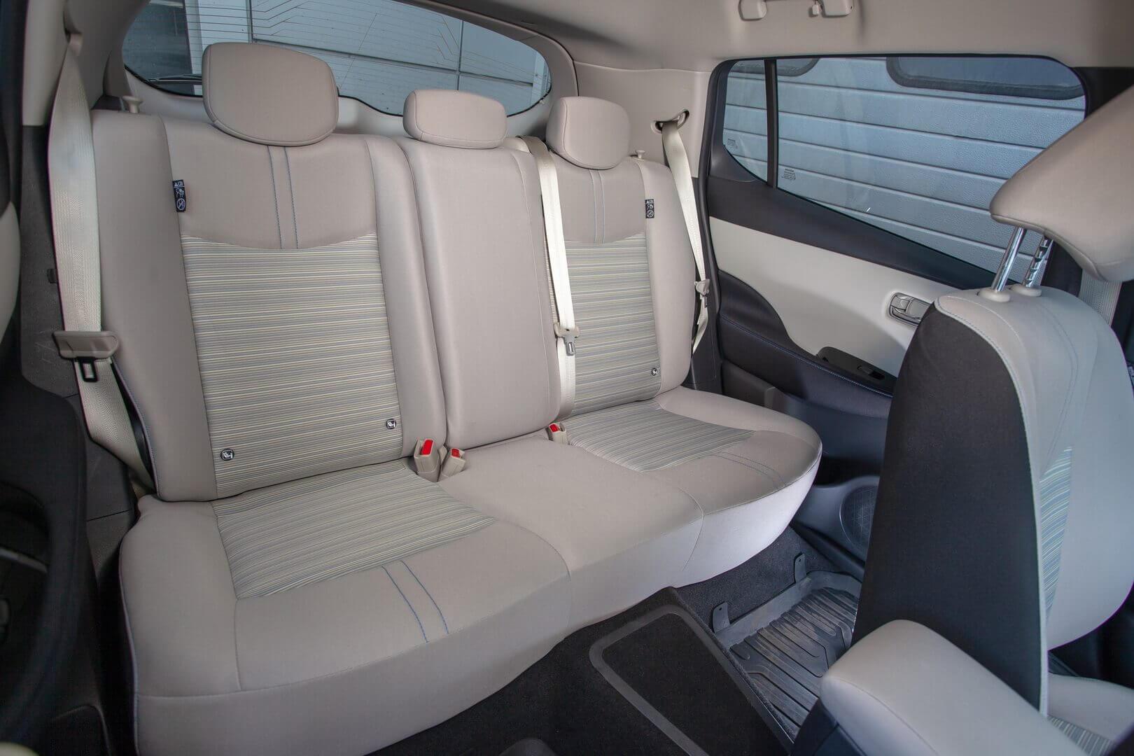 Задний ряд сидений Nissan LEAF