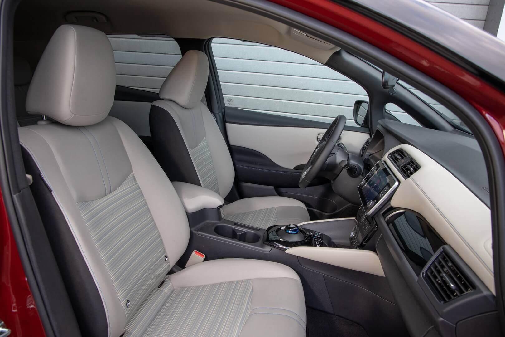 Салон электромобиля Nissan LEAF