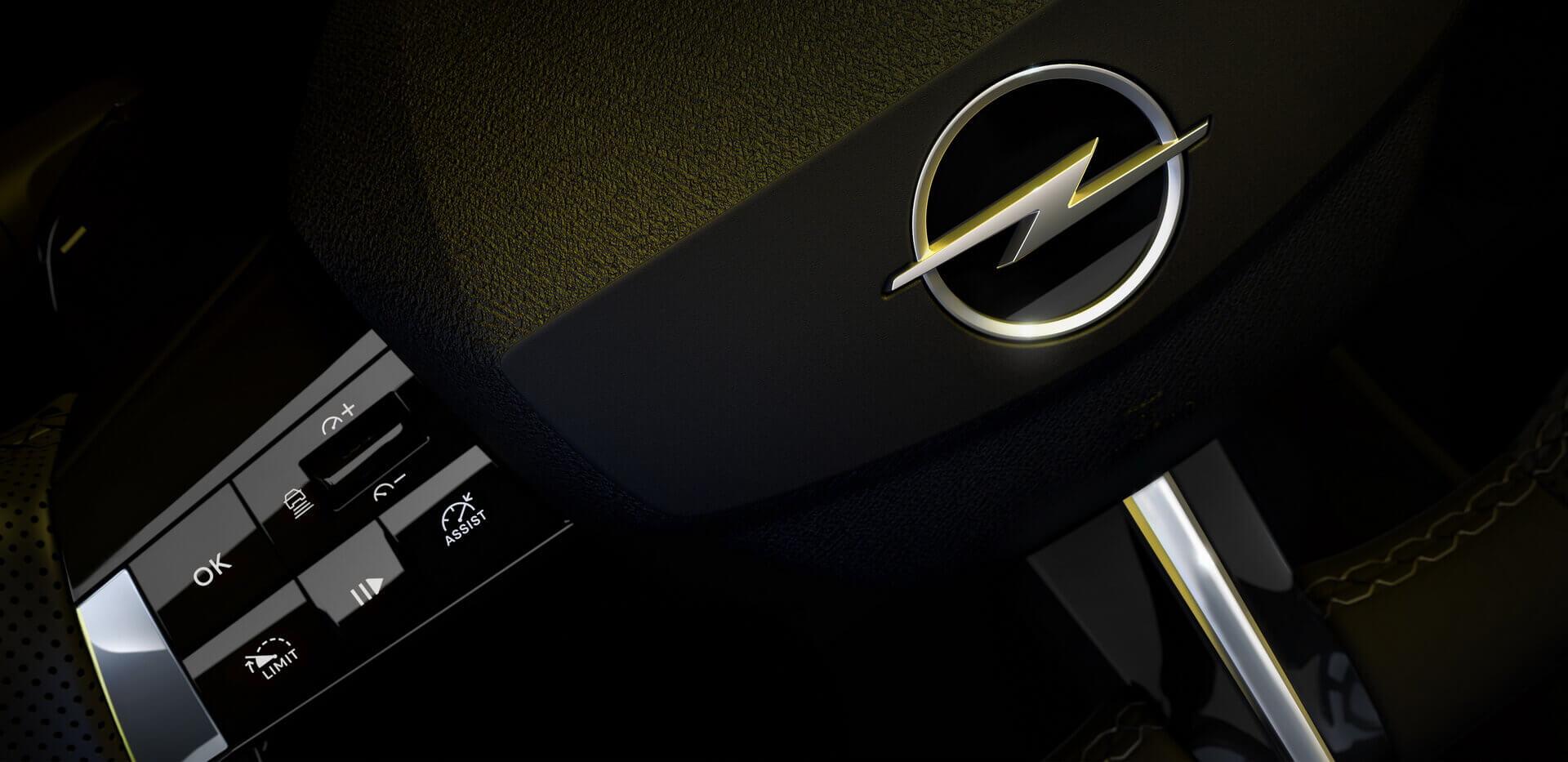 Новый дизайн рулевого колеса Opel Astra