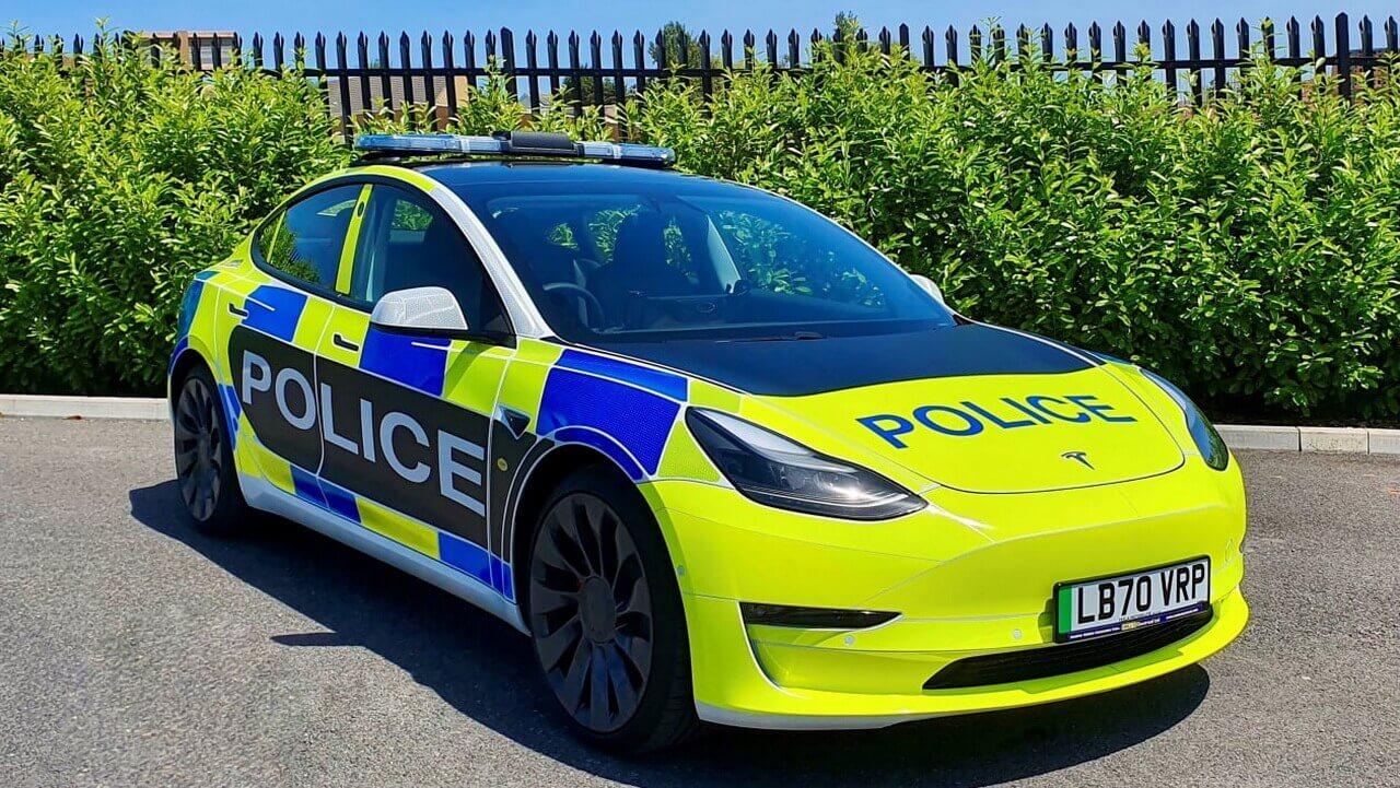Tesla представила Model 3 для испытаний британскими экстренными службами