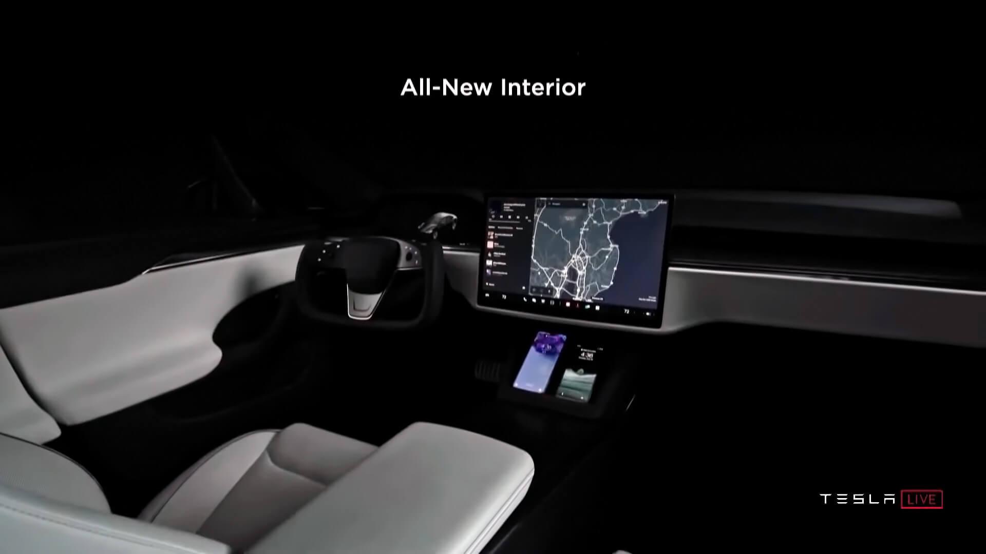 Интерьер новой Tesla Model SPlaid