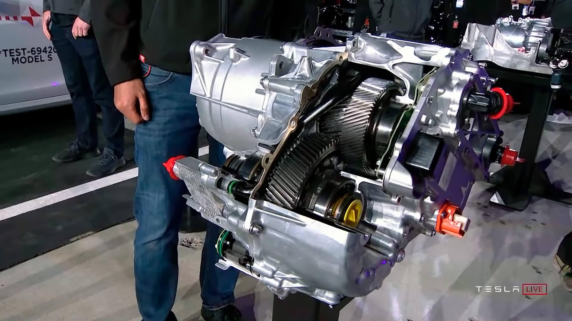 Приводное устройство Tesla Model S Plaid получило новые роторы с углеродной оболочкой