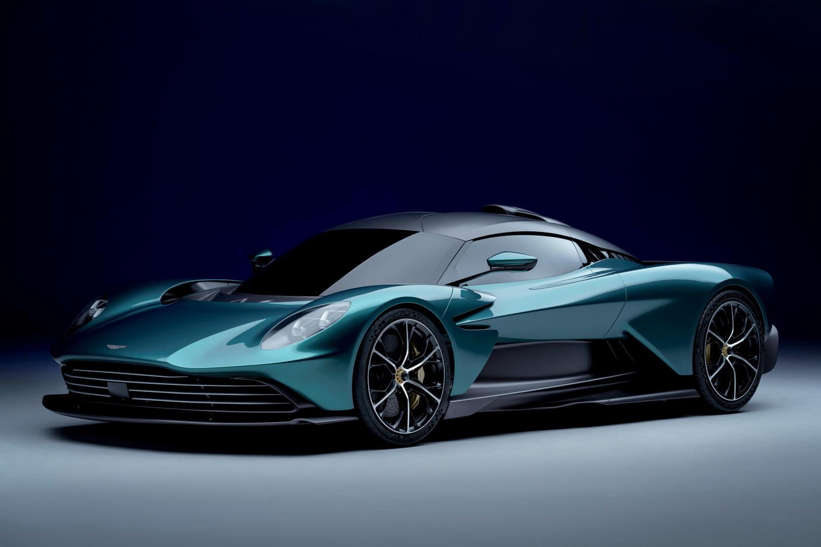 Гиперкар Aston Martin Valhalla оснащается гибридной силовой установкой иможет разгоняться до330км/ч