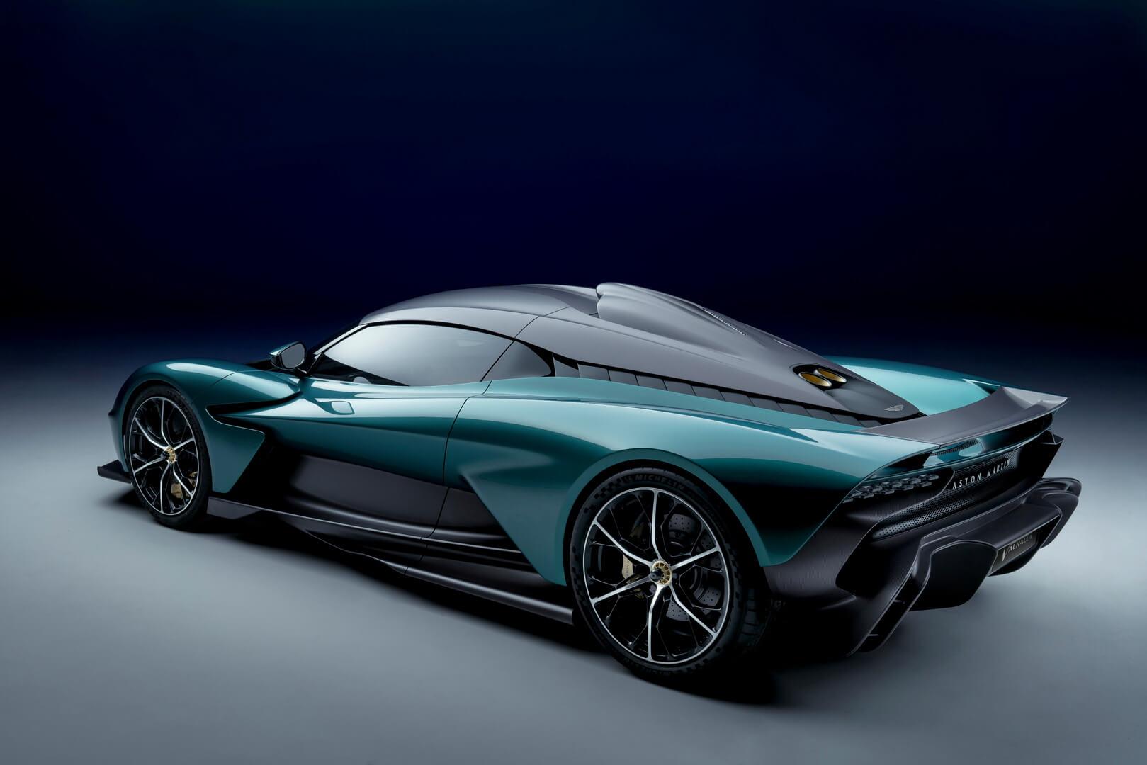 Aston Martin представляет серийную модель Valhalla с950-сильным гибридным двигателем