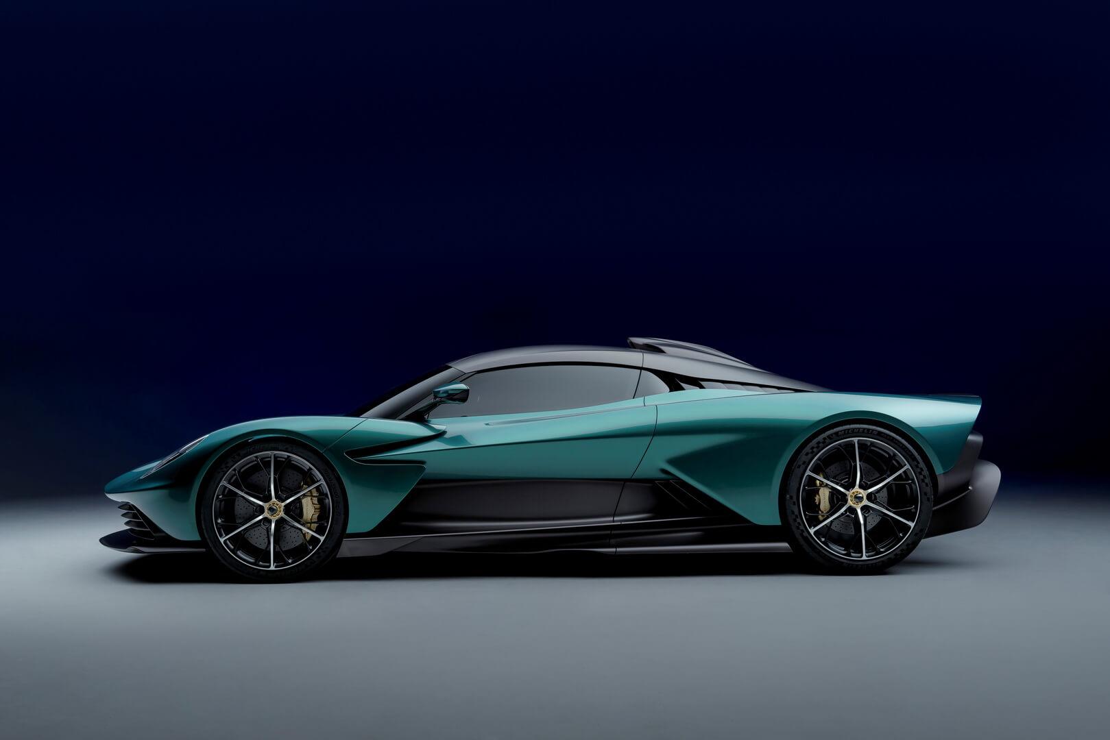 Aston Martin представил 950-сильный гибридный гиперкар Valhalla
