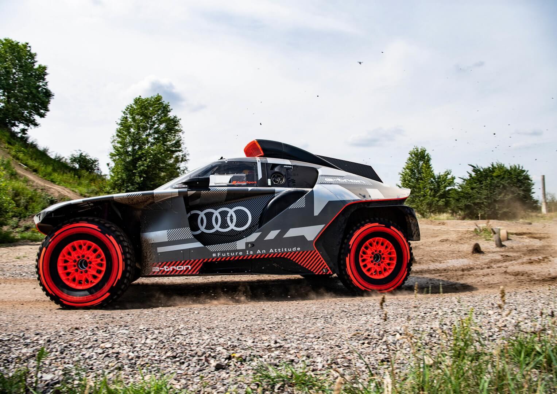 Audi представили гибридный внедорожник RSQe-tron смощностью 500 кВт ибатареей на50кВт⋅ч для участия вралли «Дакар»