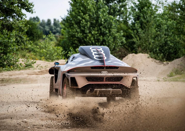 Внедорожник Audi RS Q e-tron готовится выступить на ралли Дакар» 2022 года