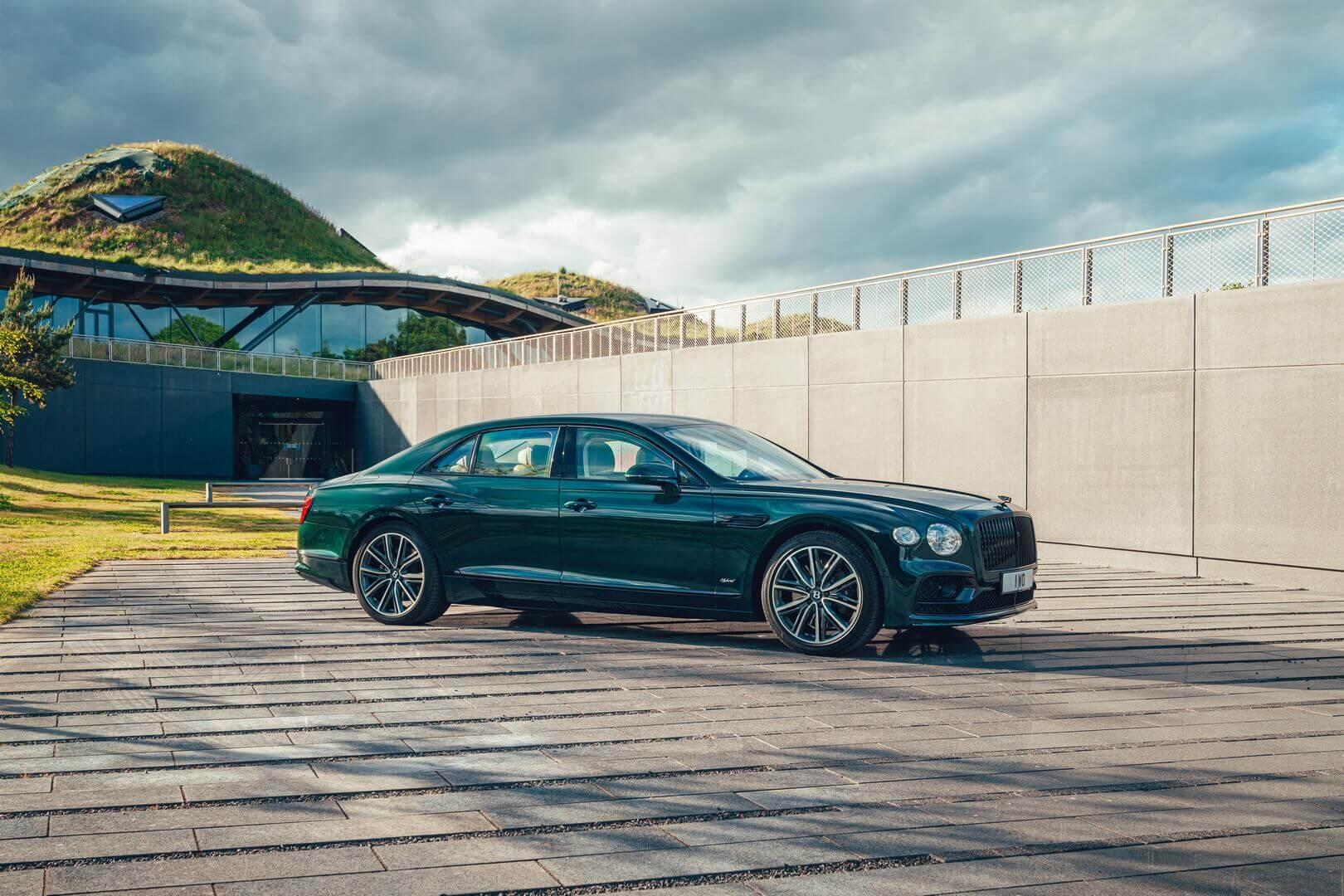 Bentley представляет свой второй роскошный плагин-гибрид Flying Spur