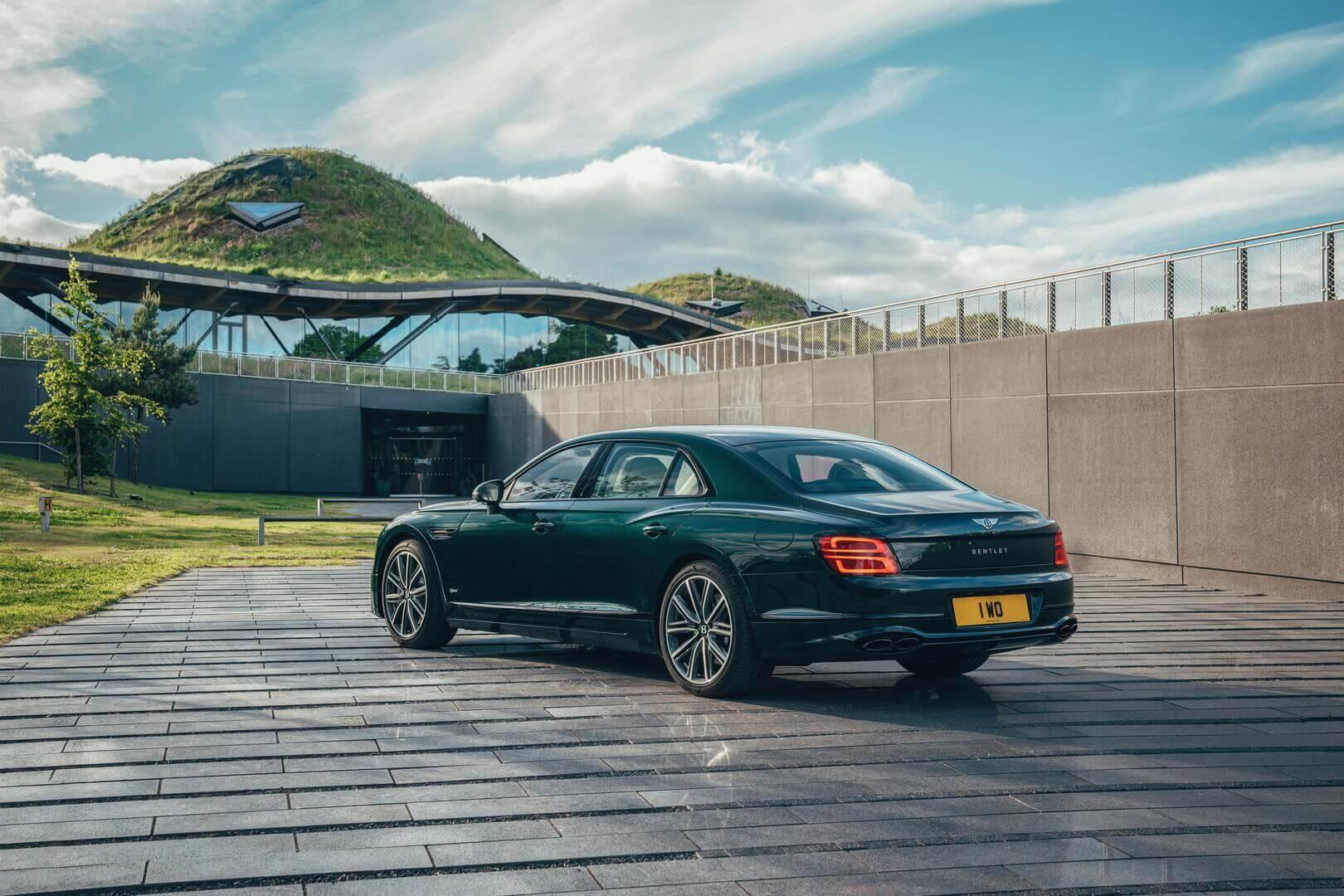 Flying Spur Hybrid— самый экологичный Bentley насегодняшний день