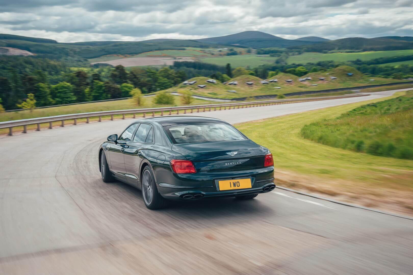 Гибрид Bentley Flying Spur делает экологичность символом статуса роскоши