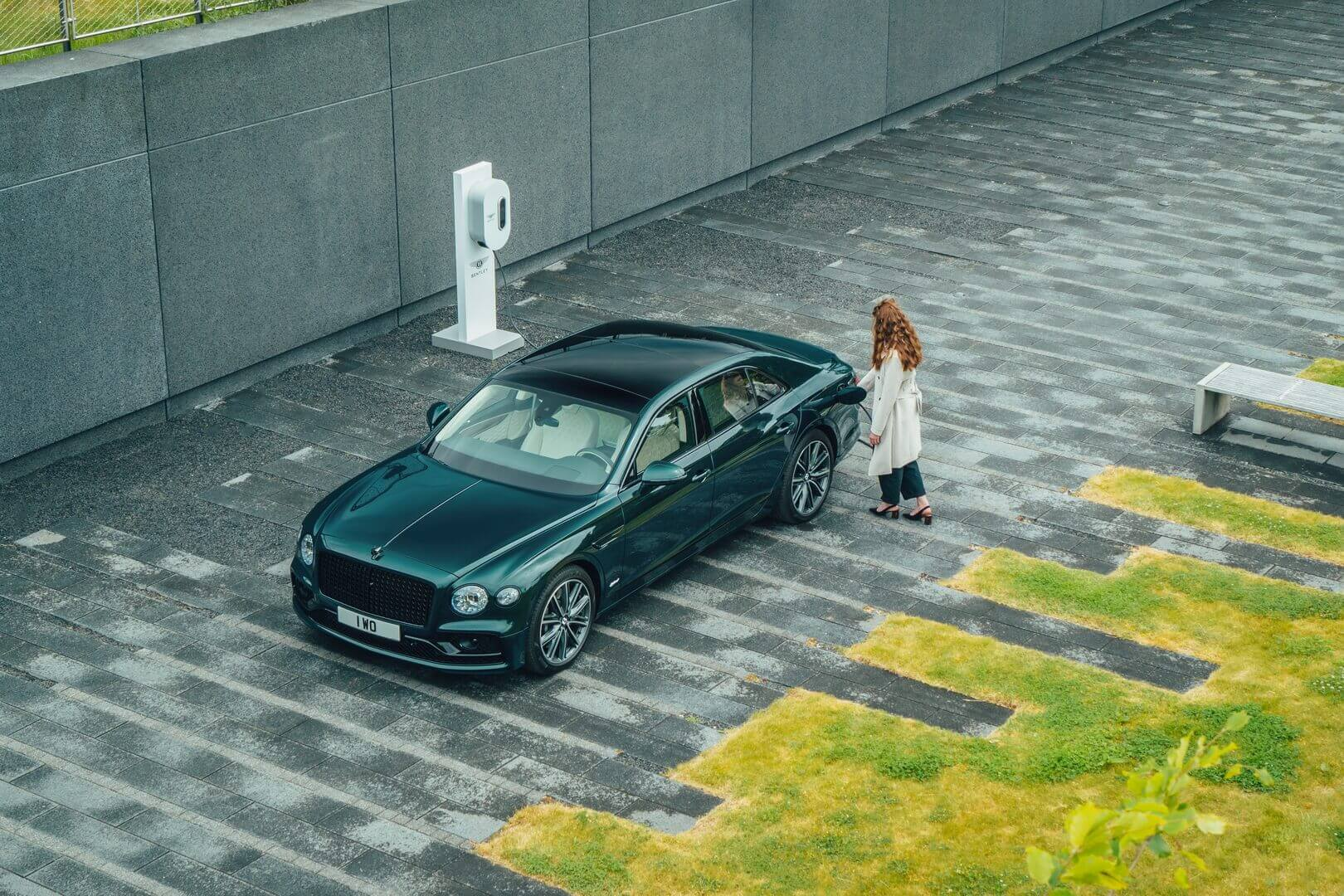Bentley Flying Spur Hybrid может проехать более 40км врежиме электромобиля