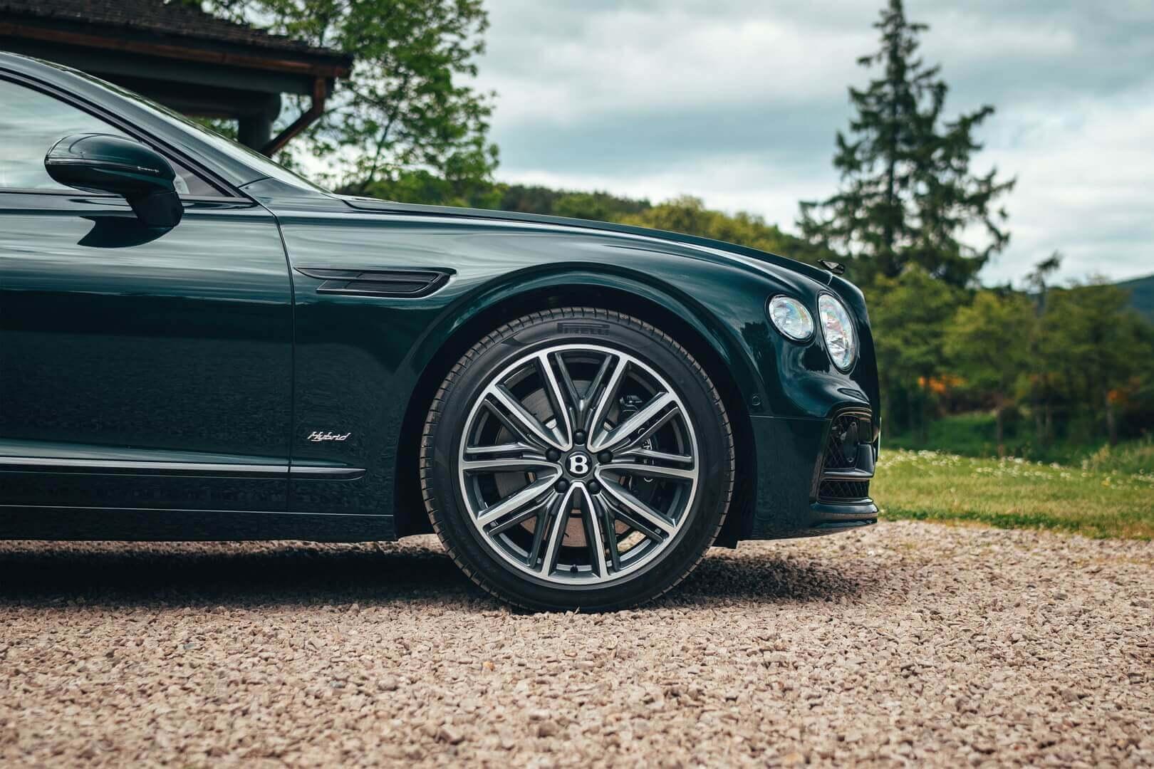 Второй роскошный плагин-гибрид Bentley