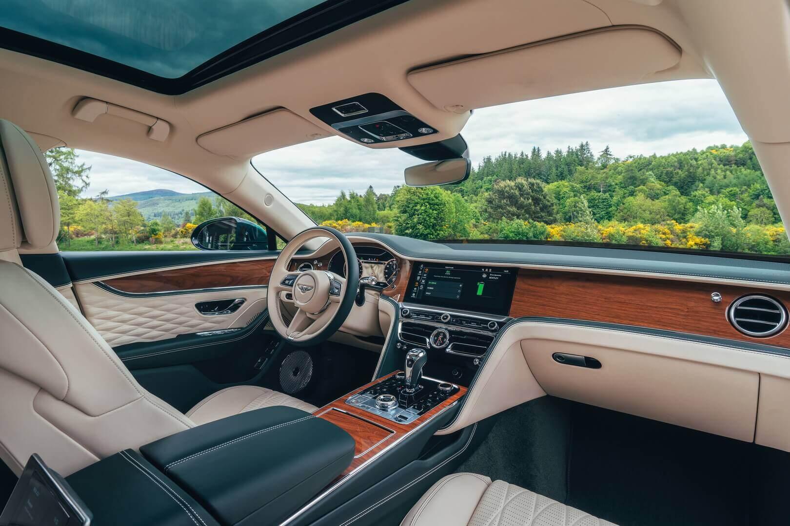 Роскошный интерьер Bentley Flying Spur Hybrid